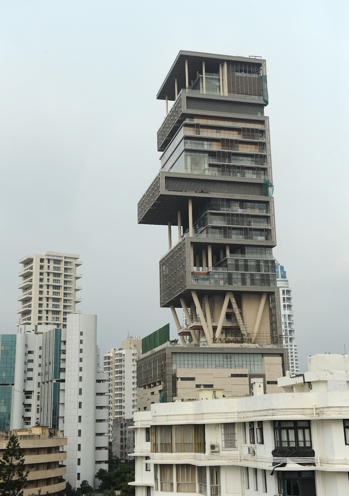 Antilia most expensive home in the world most beautiful for Most beautiful homes in the world